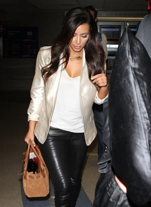 Kim Kardashian Departs LA Airport in Los Angeles (November 20, 2012)
