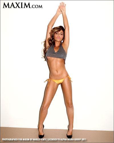 Natalin Avci in lingerie