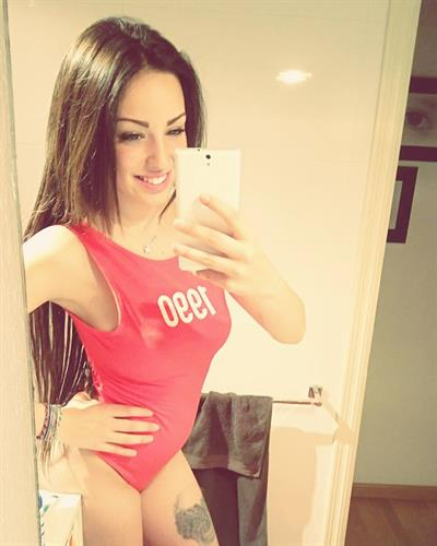 Anna Alboredas taking a selfie