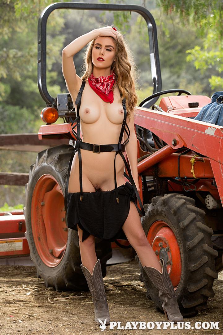 Playboy Cybergirl: Amberleigh West Nude Photos & Videos at Playboy Plus!