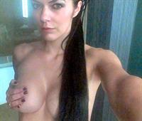 Adrianne Curry taking a selfie