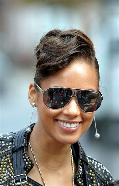 Alicia Keys filming her new music video in New York on October 30, 2009