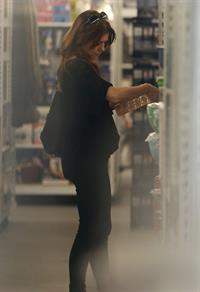 Alyson Hannigan Goes shopping in Santa Monica (November 7, 2013)