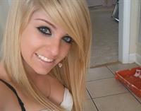Jenna Mason taking a selfie