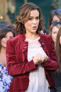 Alyssa Milano Extra at the Grove in Los Angeles November 30, 2010