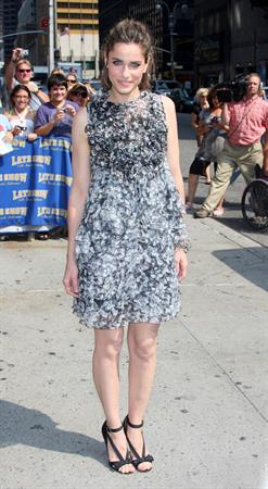 Amanda Peet arrives at The Late Show with David Letterman at the Ed Sullivan Theatre in New York City