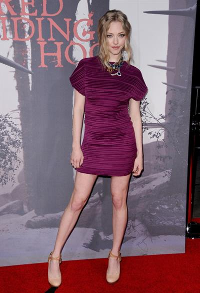 Amanda Seyfried Los Angeles premiere of Red Riding Hood at Graumans Chinese Theatre on March 7, 2011