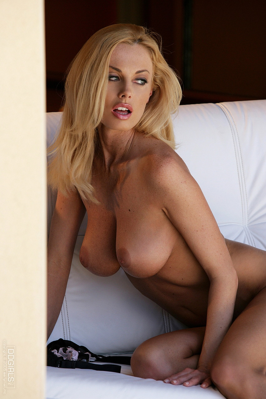 Losing her sexy clothes glamorous big titted pornstar