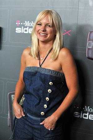 Anna Faris T Mobile Sidekick launch