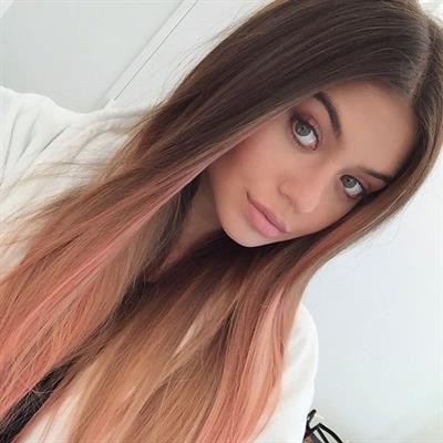 Sofia Jamora taking a selfie