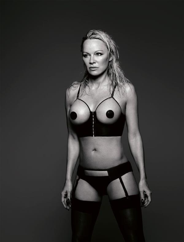 Pamela Anderson sexy shoot