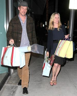 Anne Heche shops at the Paper Store in Beverly Hills on December 7, 2011