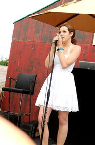 Elizabeth Gillies 23rd Einstein Hamptons Family Day 8/5/12