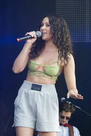 Eliza Doolittle - Olympic Torch Relay Coca-Cola Concert in London (July 26, 2012)
