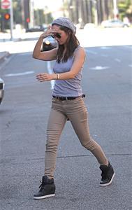 Eliza Dushku Headed for doctor's office in Beverly Hills - Sept 17, 2012