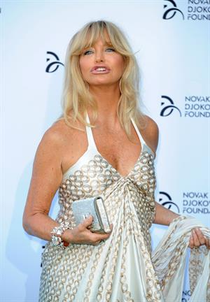 Goldie Hawn hits the red carpet at the Novak Djokovic Foundation London gala dinner (08.07.2013)