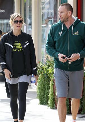 Heidi Klum Spotted leaving the gym and grabbing Starbucks in Brentwood (November 14, 2012)