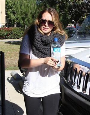 Hilary Duff Heads to pilates class in Studio City (November 20, 2012)