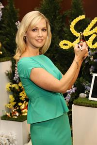 Jennie Garth 2013 Lindt Gold Bunny Celebrity Auction (March 5, 2013)