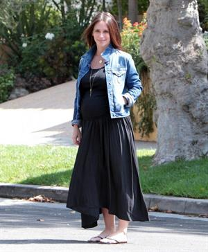 Jennifer Love Hewitt out at Starbucks in Los Angeles August 9, 2013