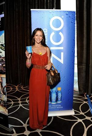 Jennifer Love Hewitt - Kari Feinstein's MTV Movie Awards Style Lounge, West Hollywood June 1, 2012