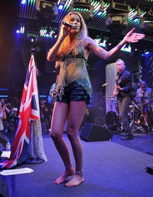 Joss Stone - LIVE - Under the Bridge - Chelsea, London - June 6, 2012