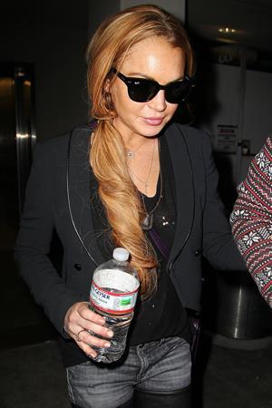 Lindsay Lohan - Los Angeles International Airport (10.04.2013)