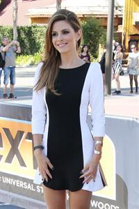 Maria Menounos – on  Extra  set 9/26/13