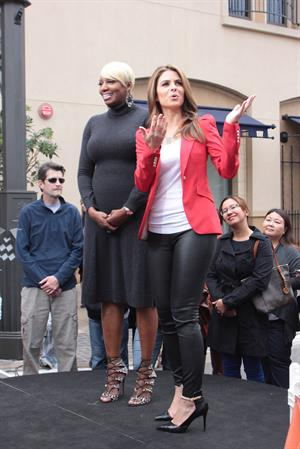 Maria Menounos Set of Extra at The Grove in LA - November 8, 2012