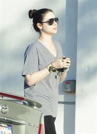 Michelle Trachtenberg shopping in Beverly Hills 9/12/13