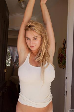 Cassie Becker Teasing in Bed