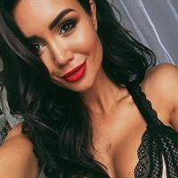 Pia Muehlenbeck in lingerie taking a selfie