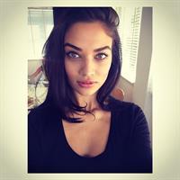 Shanina Shaik taking a selfie