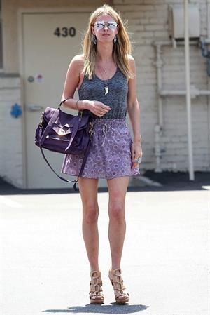 Nicky Hilton - Stops By The Car Wash and Grabs Lunch on May 31, 2012