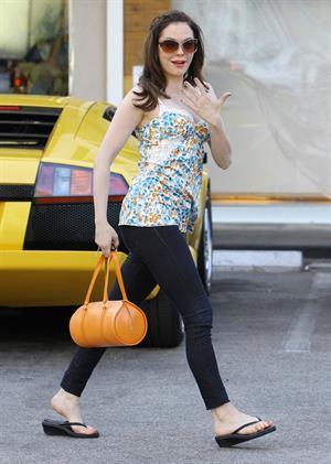 Rose McGowan - Leaving a Nail Salon in LA 27.07.12