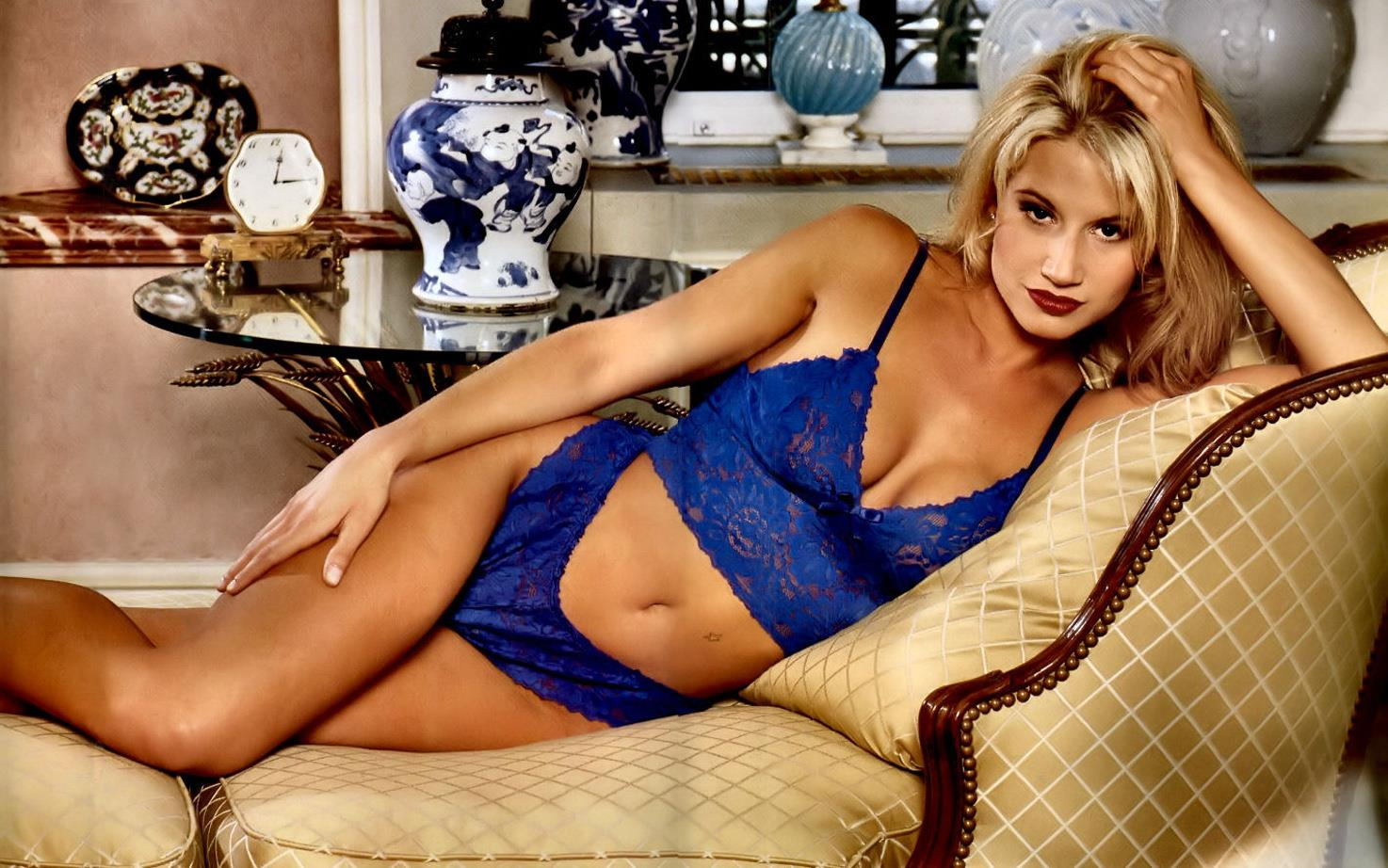 Tammy Lynn Sytch in lingerie