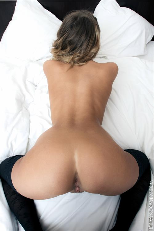 Teen Olivia showing her  nice pussy