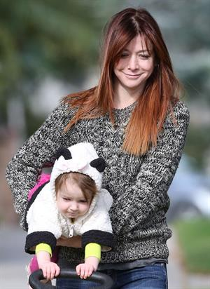 Alyson Hannigan Hangs out with her daughter in Los Angeles (November 22, 2013)