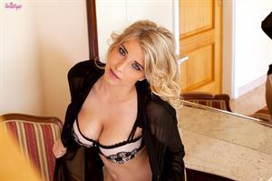 Blonde Buxom.. featuring Jodie Piper   Twistys.com
