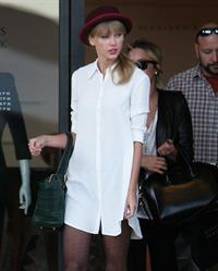 Taylor Swift – Barneys New York in Beverly Hills 9/29/13
