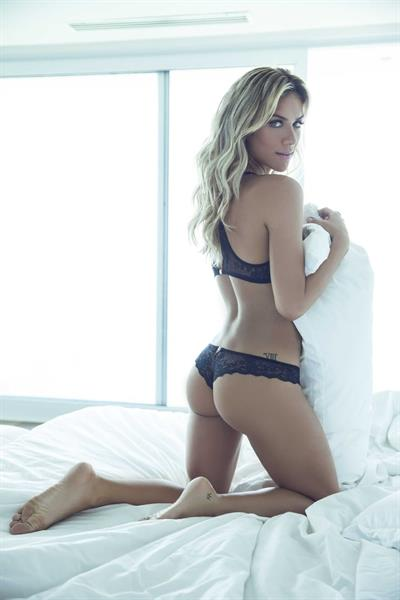 Giovanna Ewbank in lingerie - ass