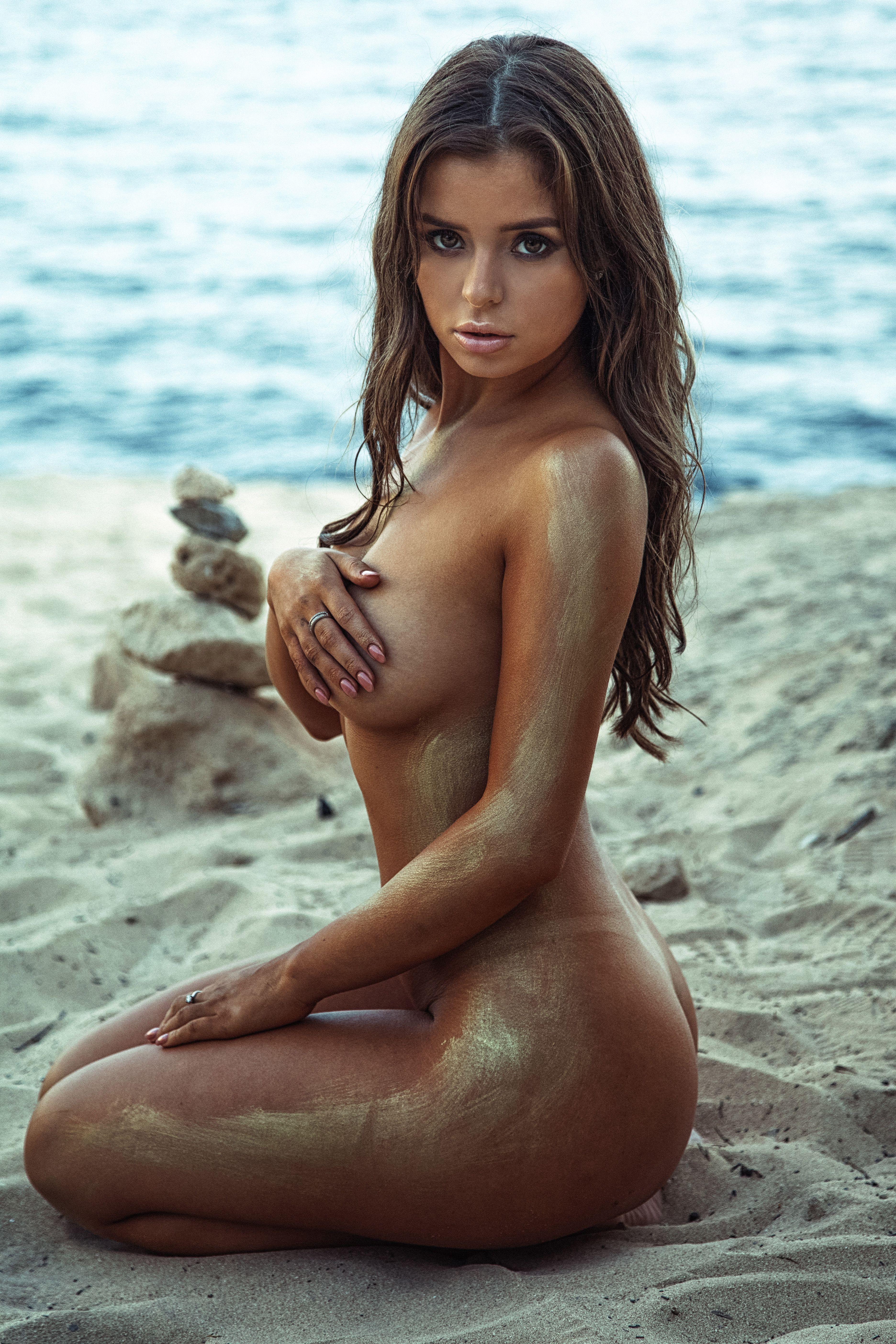 https://img7.hotnessrater.com/4510366/demi-rose-mawby-topless.jpg?w=4000&h=6000