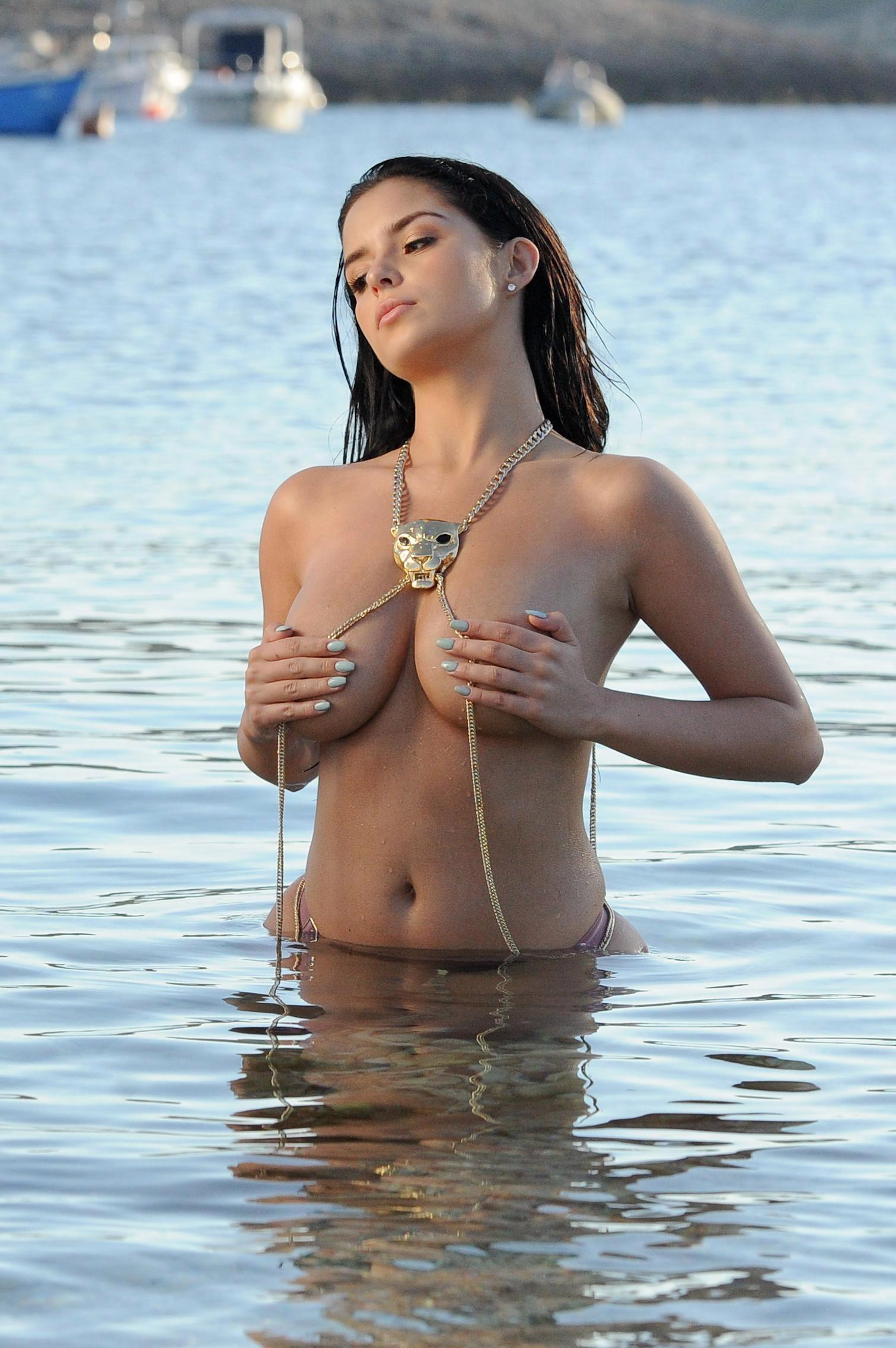 https://img7.hotnessrater.com/4510382/demi-rose-mawby-topless.jpg?w=4000&h=6000