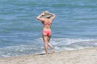 Hilary Duff sexy bikini pics