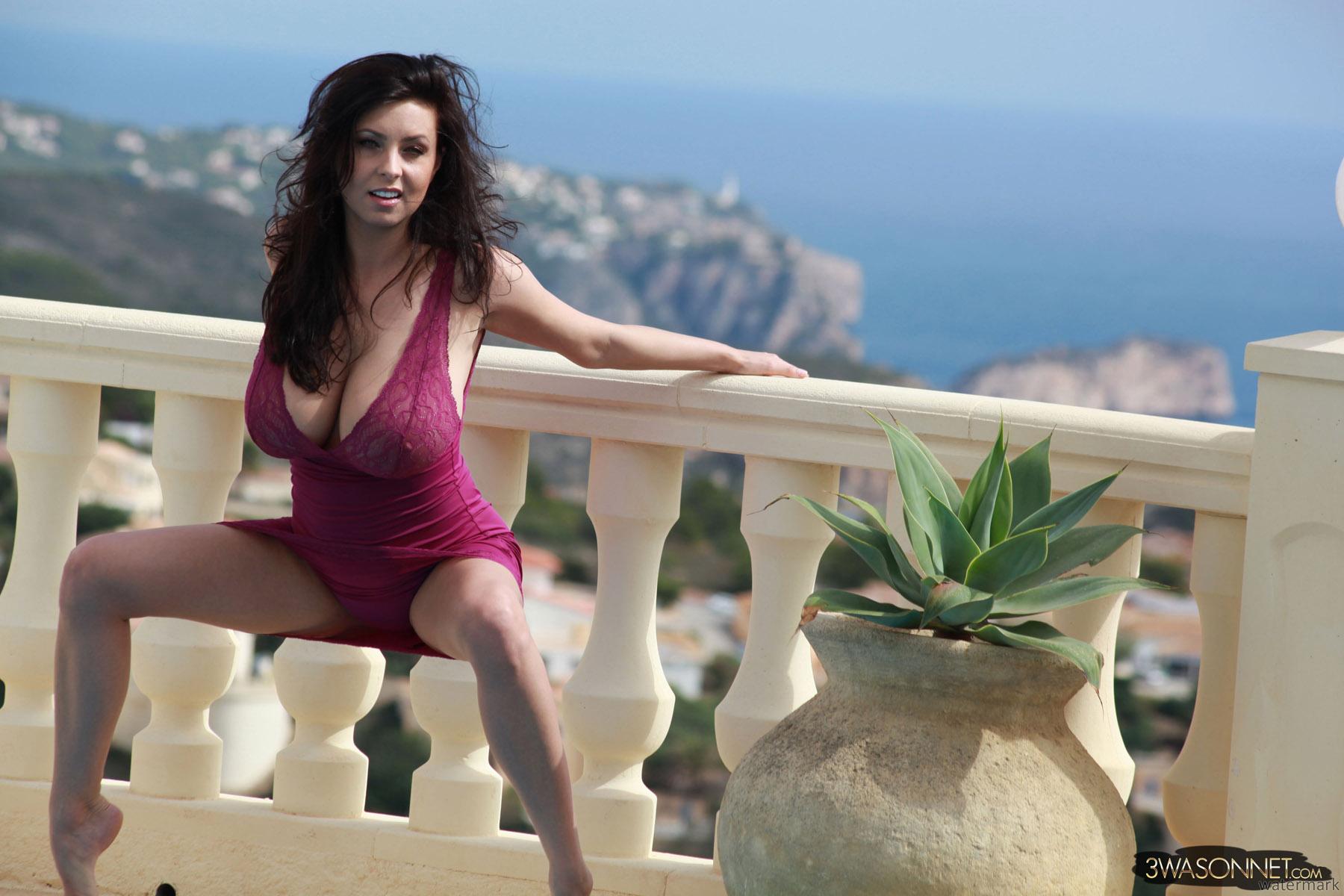 Ewa Barbara Sonnet in a bikini