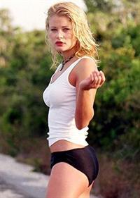 Emilie de Ravin in lingerie