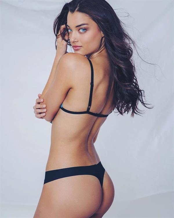 Sarah Simmons in lingerie - ass