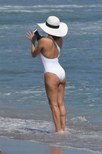 Eva Longoria sexy ass in a swimsuit at the beach seen by paparazzi.