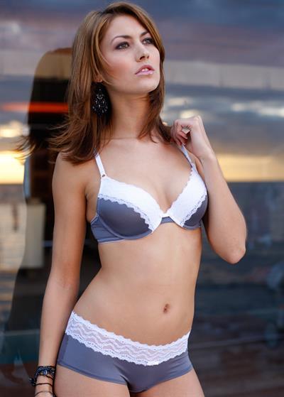 Fiona Erdmann in lingerie