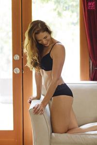 Amanda Righetti in lingerie